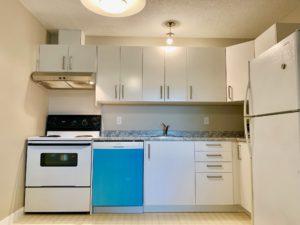 5 bed 2 bath duplex in Rutland, $2100, avail. Nov 1
