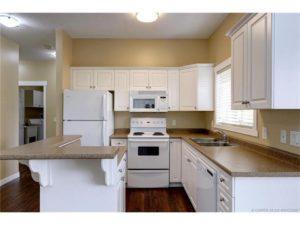 2 Bedroom, 2 Bathroom Top Floor Condo $1900