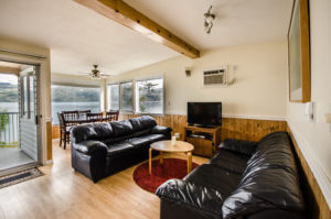*Cozy 2 bd/2bth Cottage-Furnished Peachland $1400
